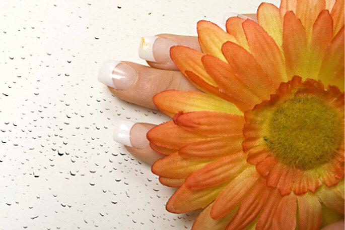 perfekte fingern gel f r die hochzeit french manik re und. Black Bedroom Furniture Sets. Home Design Ideas