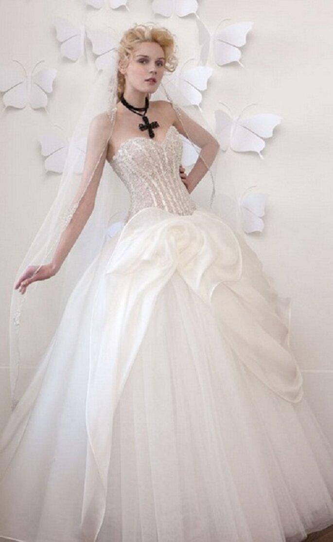 Lungo e vaporoso per la sposa di Atelier Aimeè Montenapoleone. Foto: aimee.it