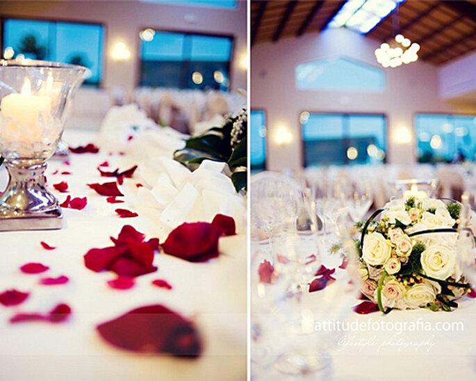 Arreglos florales con velas - Foto: Attitude fotografía