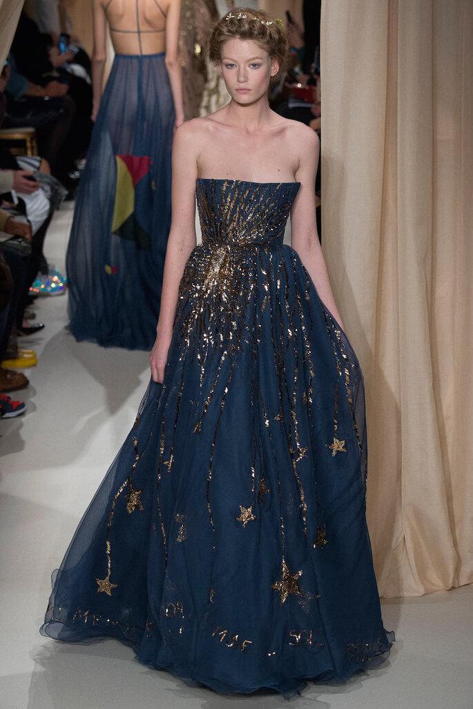 Vestidos de fiesta en color azul klein y marino - Valentino Oficial alta costura 2015