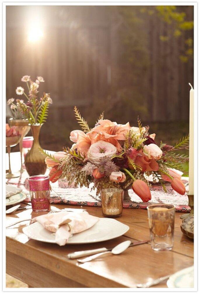 Decoración de la mesa para una cena étnica antes de la boda - Foto Scott Clark