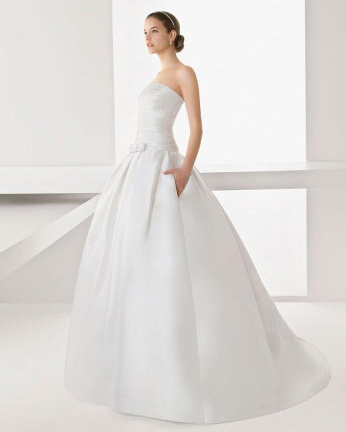 Vestido de novia con bolsas y cauda - Foto Rosa Clará