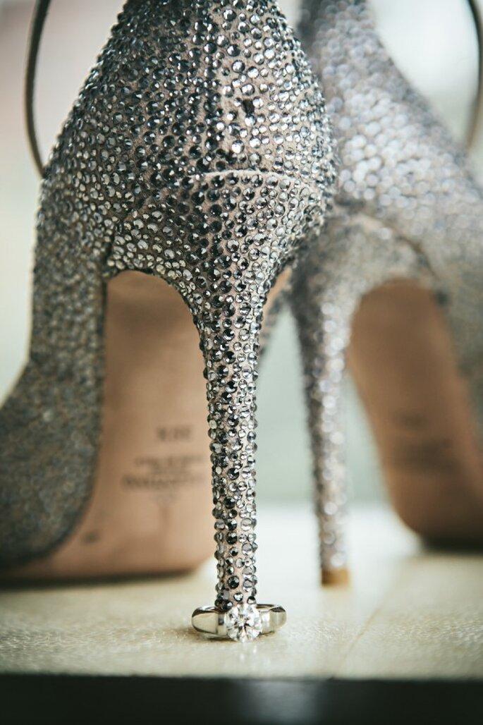 Zapatos de novia con aplicaciones y brillos - Ein Photography
