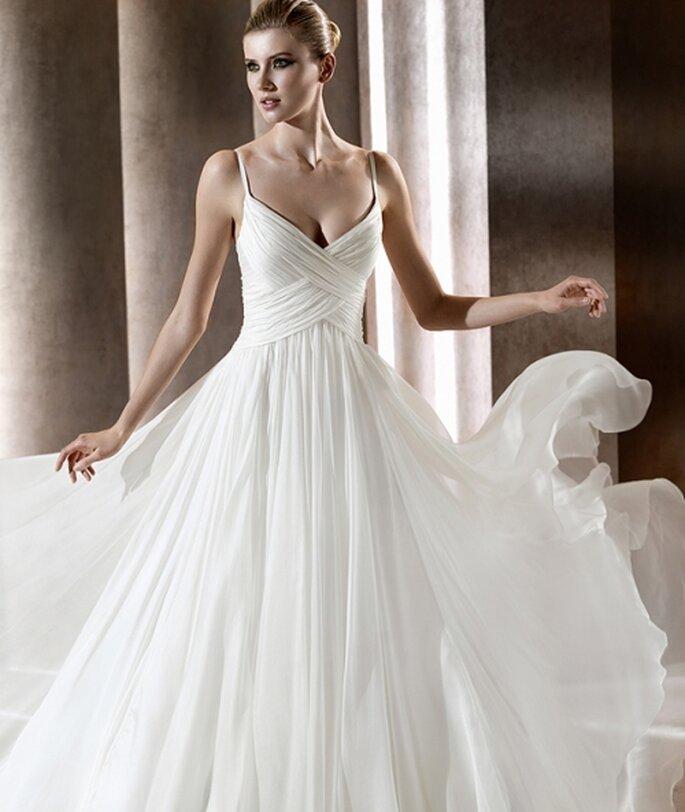 Vestido de novia con líneas asimétricas. Elie Saab 2012