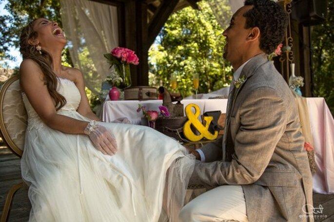 Integra a la carpa como un fondo decorativo en la fotografía de tu boda - Foto Arturo Ayala