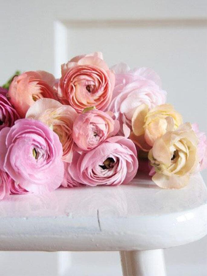 Arreglos florales en tonos al pastel y peonias de moda en las bodas de 2013 - Foto Brides Facebook