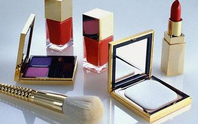Elegir cosméticos para hombres y mujeres es un regalo original para ofrecer a tus invitados