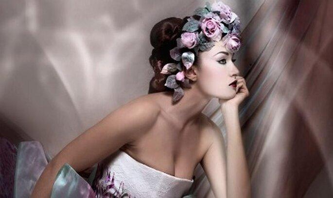 Peinado de novia recogido con flores
