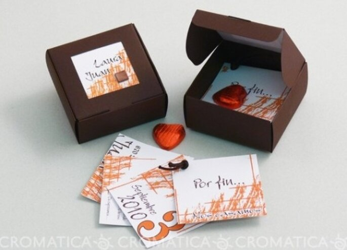 Invitación de boda con dulces de corazón, diseño de Organiza Regalos