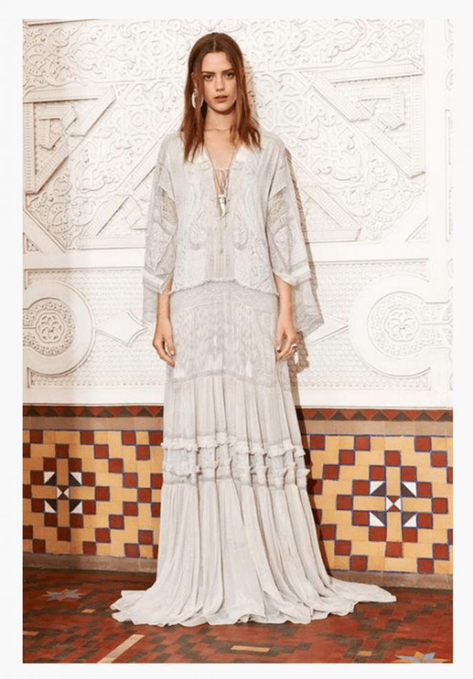Vestido maxi en color nude con detalles de encaje - Foto Roberto Cavalli