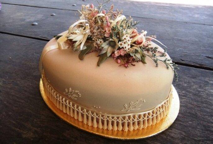 Torte mit Hochzeitsdeko - Foto: vivevans, flickr