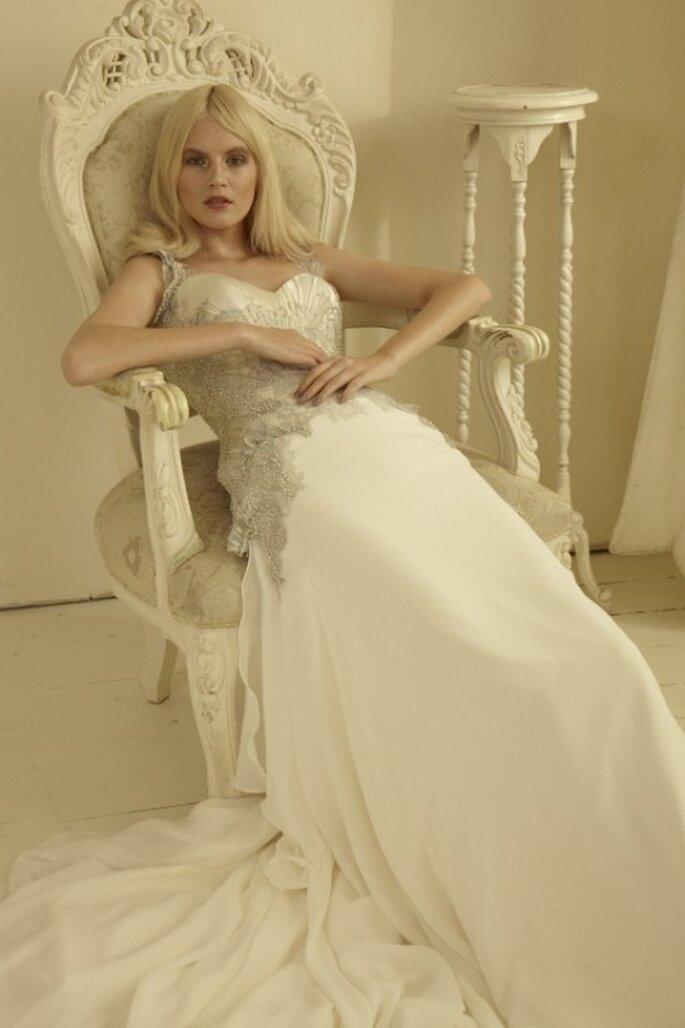 Elegante vestido de novia con aplicaciones - Foto Mariana Hardwick 2013
