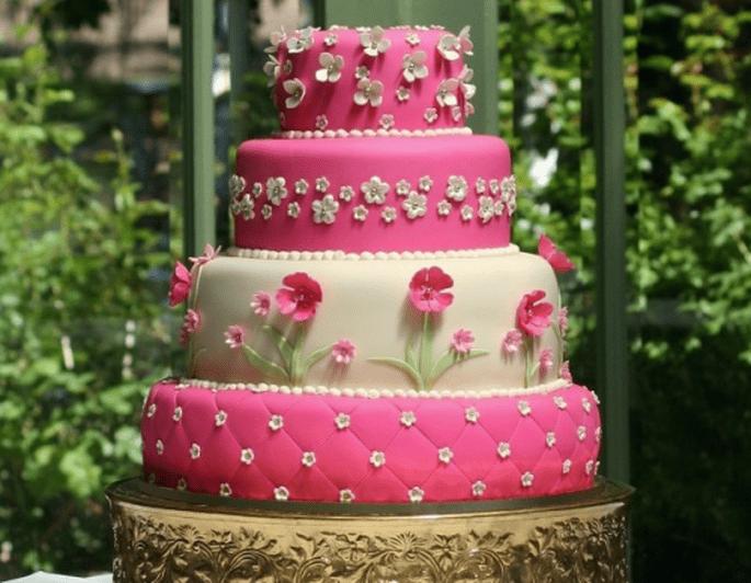 Añádanle un lindo diseño al pastel - Foto Carrie's Cakes