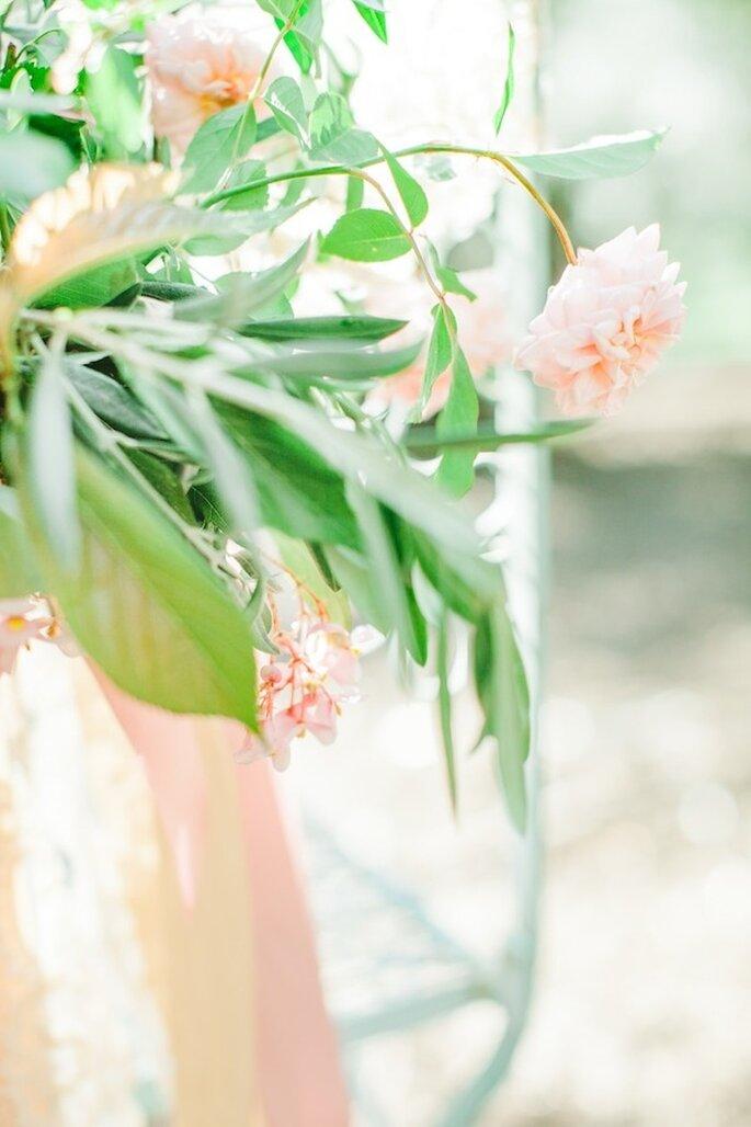 Las flores en color rosa serán tu mejor apuesta decorativa - Foto Avec L'Amour Photography