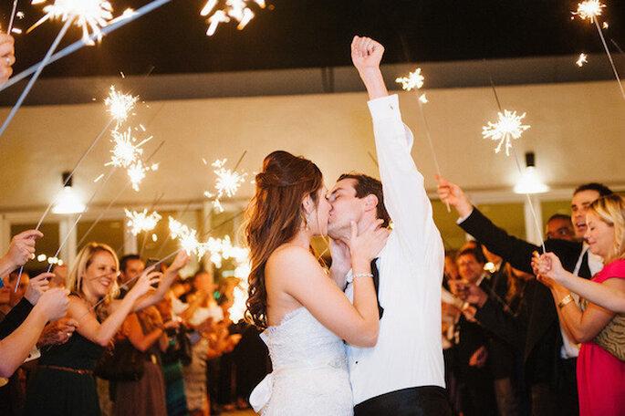 Luces de bengala en tu boda - Foto Jessica Kettle Photography