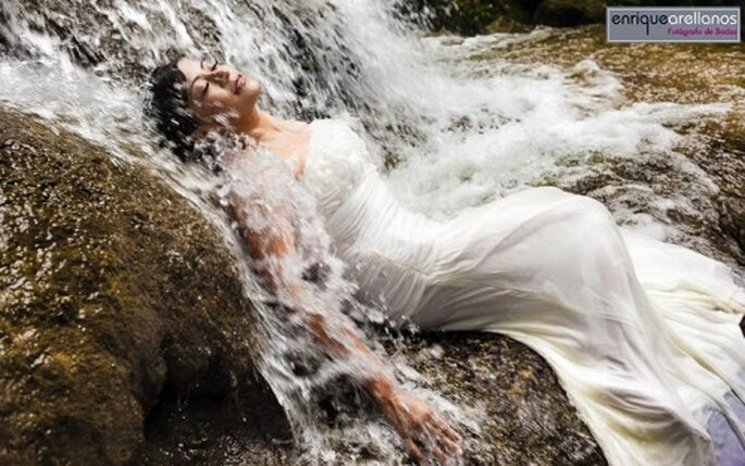 Sesión de fotos Trash the Dress bajo el agua - Foto Enrique Arellanos