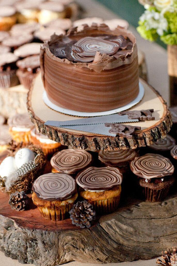 Pastel de chocolate para boda. Foto: Larissa Cleveland photography via Style me Pretty.
