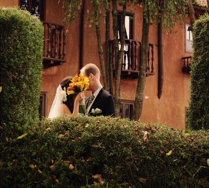 Considera la posibilidad de comprar vestidos de segunda.  Foto: www. juyaphotographer.com