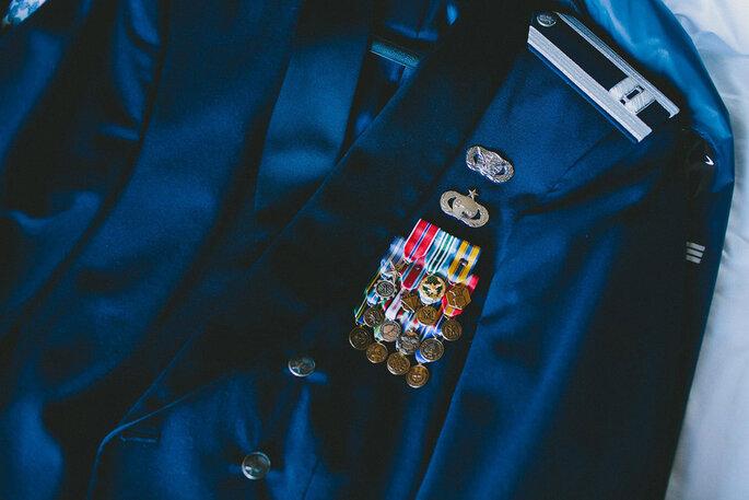 Una novia con su Capitán y un cortejo uniformado. Foto: BRAUN photography
