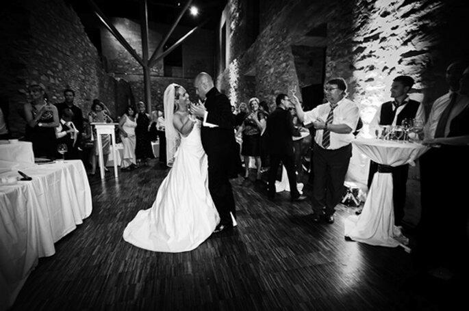 Christina und Marco beim Hochzeitstanz. - Foto: Benni Wolf.