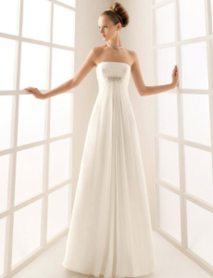 Rosa Clará 2010 - Caracola, vestito lungo stile impero con dettaglio in argento sotto il seno