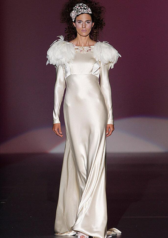 Vestido de novia con plumas, de Isabel Zapardiez. Foto: IFEMA