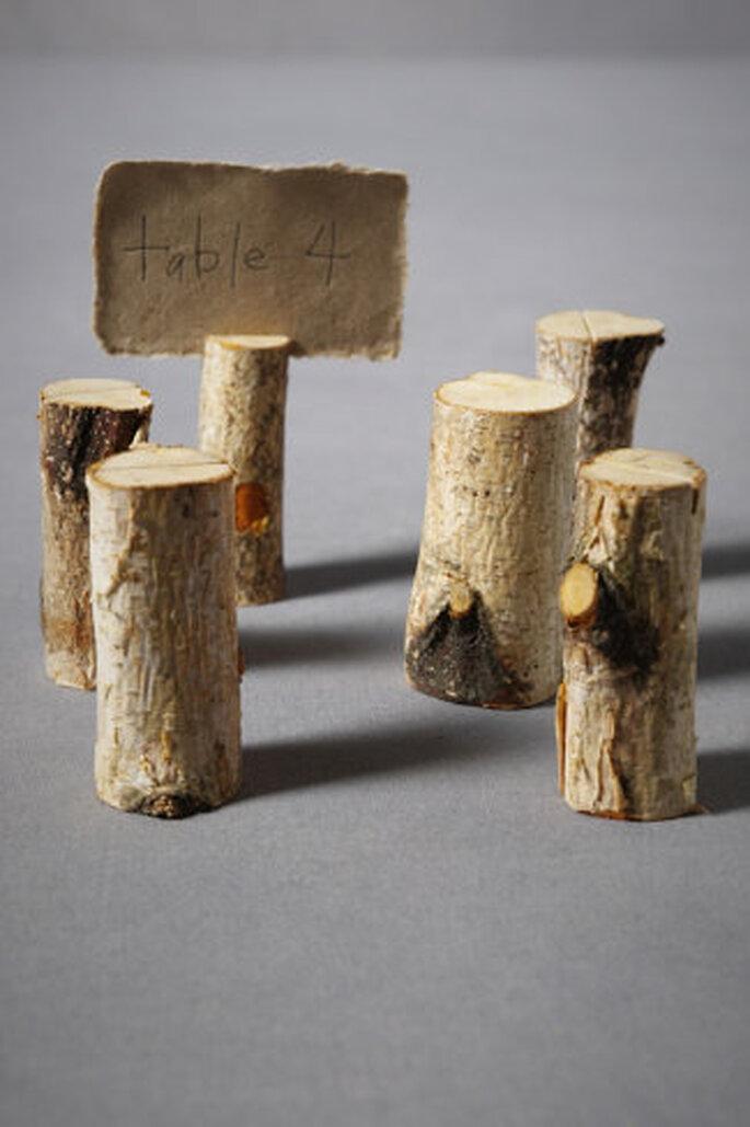 Perfektes Green Wedding-Duo: Holz und Papier – Foto: Marcasitios