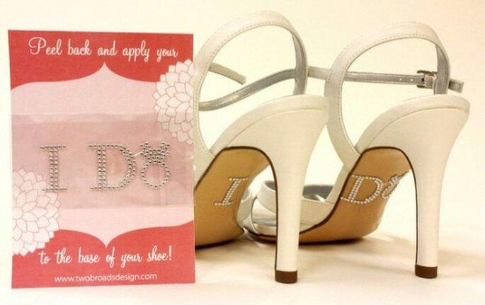 Detalles para los zapatos de novia. Foto de Two Broads Design.