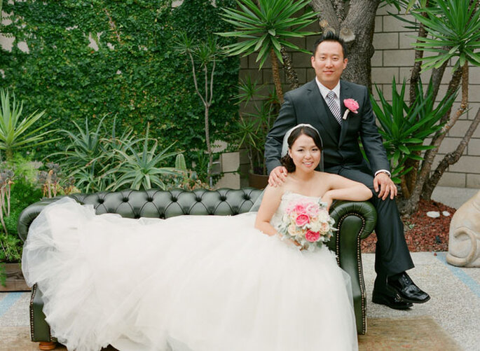 Encantada boda en un florido jardín en Los Angeles, California. Foto: Esther Sun