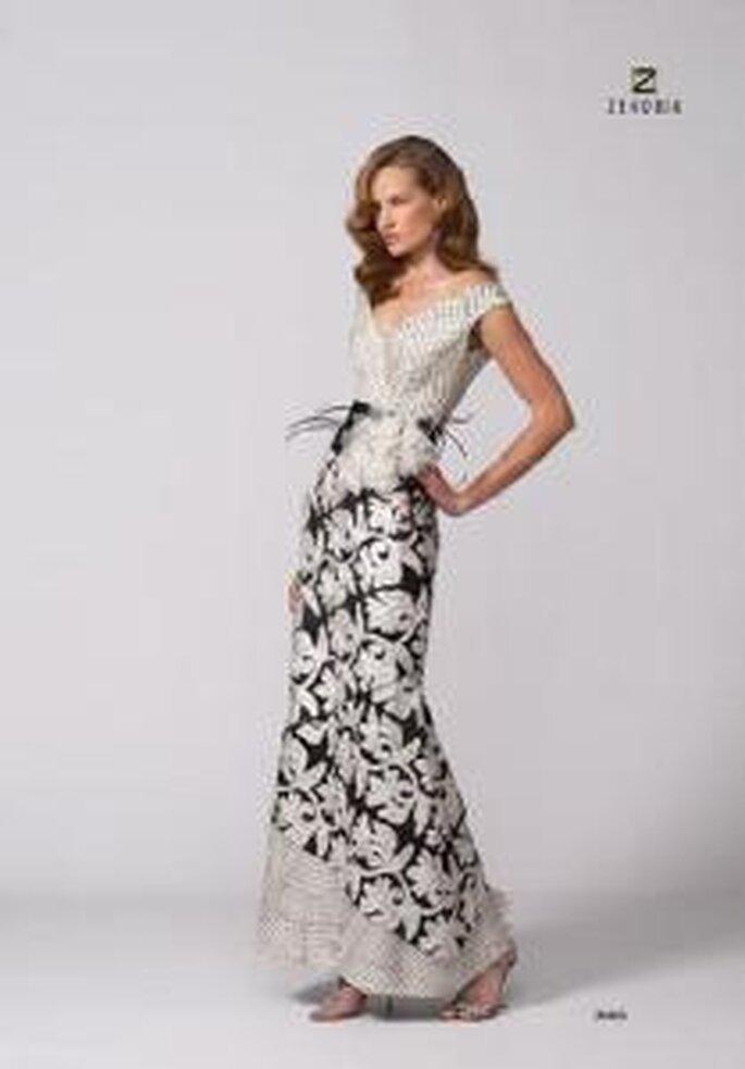 Model Novias 2009 - Vestido largo blanco con estampado y aplique floral. Escote en V