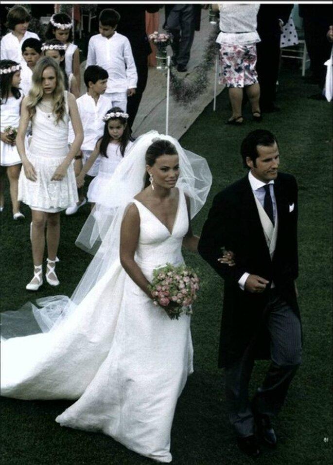 El vestido de novia de Carla Goyanes resaltaba su pecho gracias al escote elegido - Revista Hola