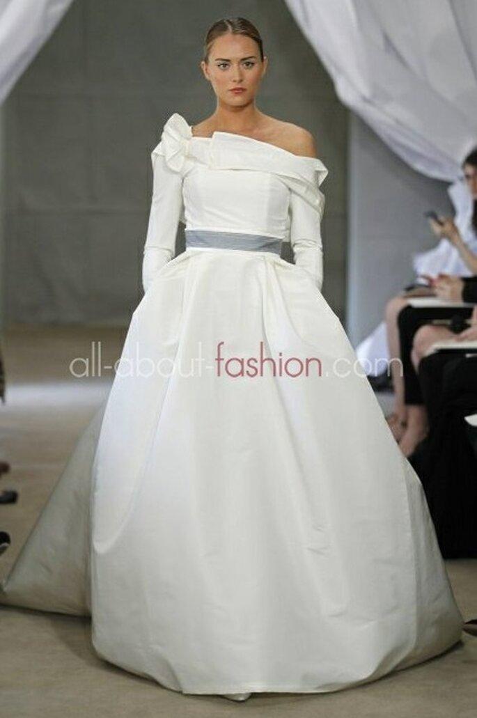 Langarm-Brautkleider sind nicht nur trendig, sondern wärmen die Braut im Winter – Foto: carolina herrera