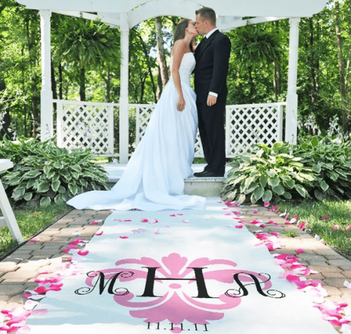 Dale un toque ultra femenino a tu tapete personalizado para boda - Foto Making Memories and More