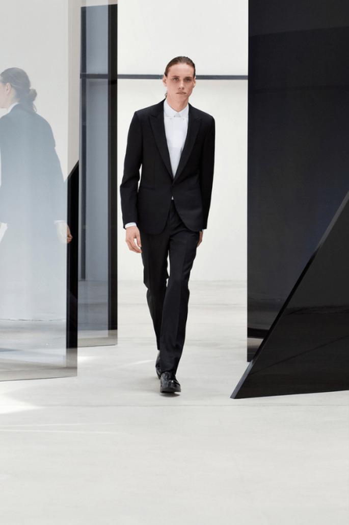 Traje para novio 2014 en color negro con camisa blanca a juego - Foto Balenciaga