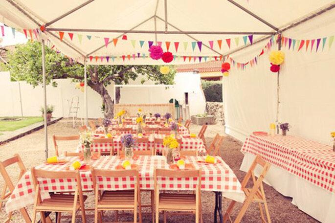 I pon pon di Maison Pompoms danno un tocco diverso e speciale per il vostro matrimonio all'aperto. Foto: Maison Pompoms