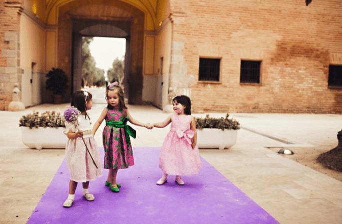 Hochzeitskleidung für Blumenkinder auf Ihrer Hochzeit. Foto: Fran attitudefotografia.com