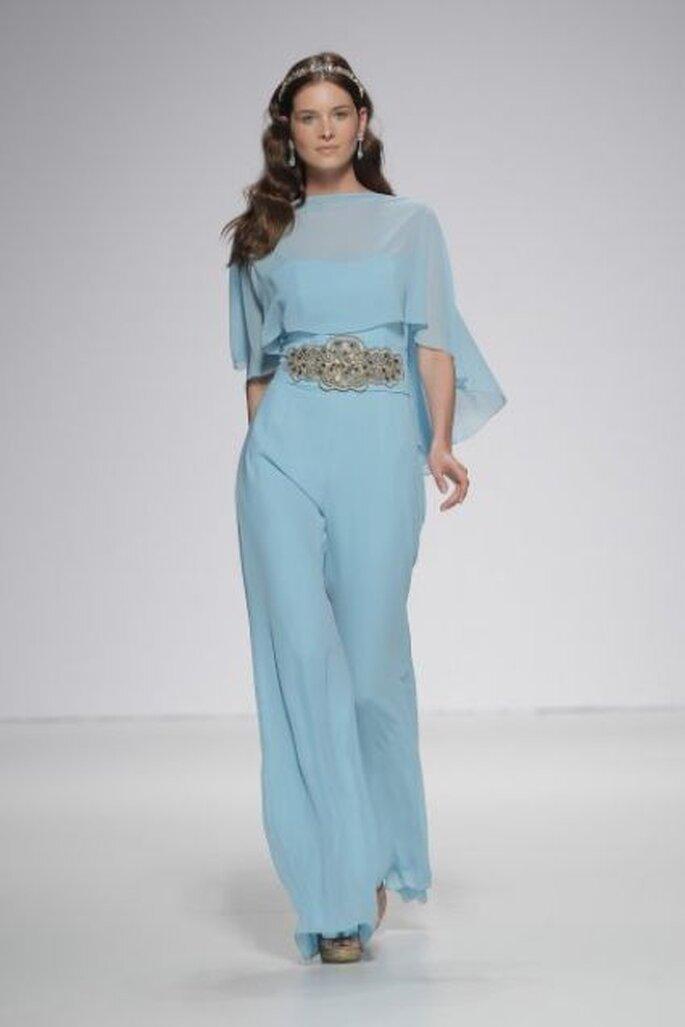 Vestido azul pálido de Ana Torres 2015