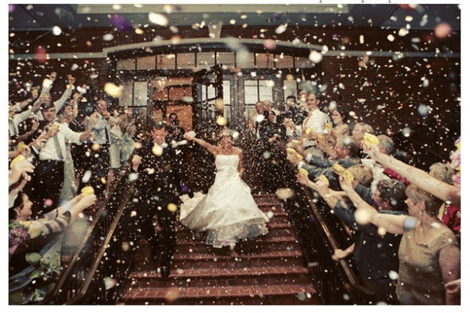 Confeti para lanzar a los novios - Foto Tamara Lackey Photography