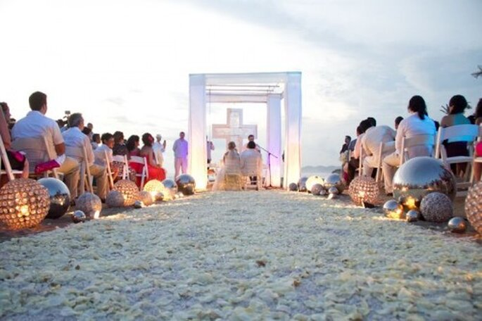 Ideas de decoración para una ceremonia de boda en la playa - Foto: FineArt Studio