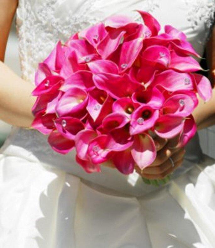 Um ramo de noiva rosa