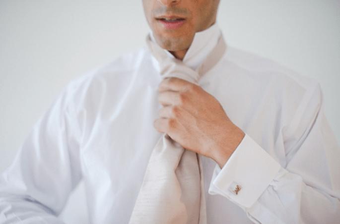 Escoge las mancuernas de boda para la camisa del novio. Fotografía Nadia Meli