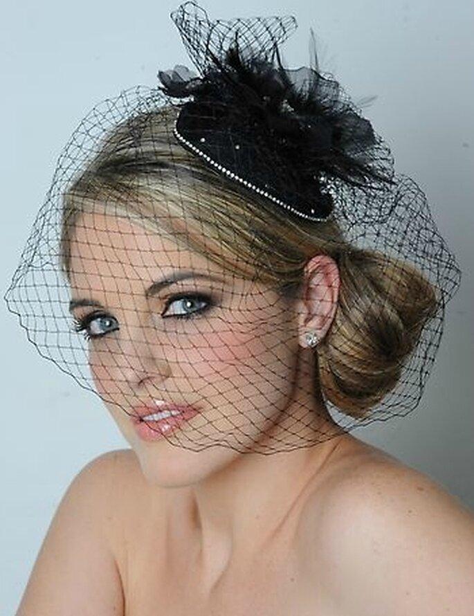 Tocado de novia vintage en color negro ®Maritza's Bridal