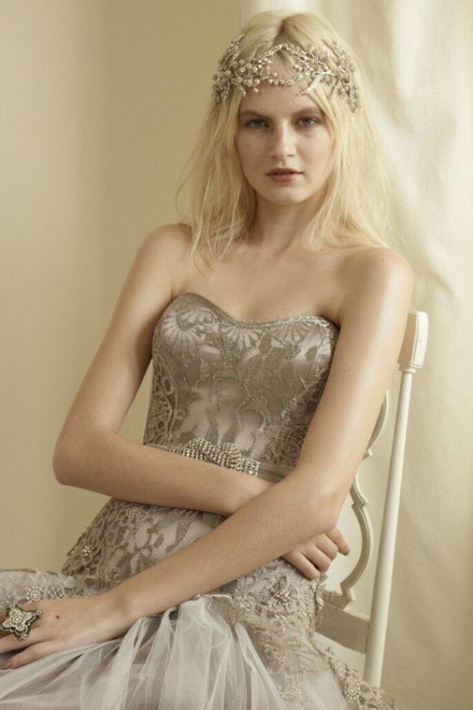 Vestido de novia elegante en color plata - Foto Mariana Hardwick 2013