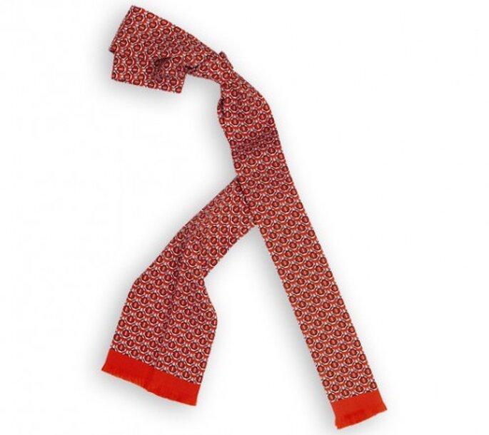 Es muss nicht immer eine Krawatte für den Bräutigam sein. Hier: Krawattenschal Croisière von Hermès aus Vintage-Seide.