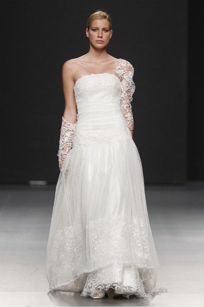 Vestidos de novia Charo Peres 2012 - Ugo Camera / Ifema