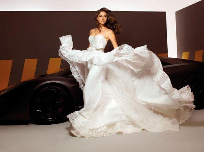 Elegantes vestidos de novia 2013 modelados por Irina Shayk - Foto Alessandro Angelozzi Facebook