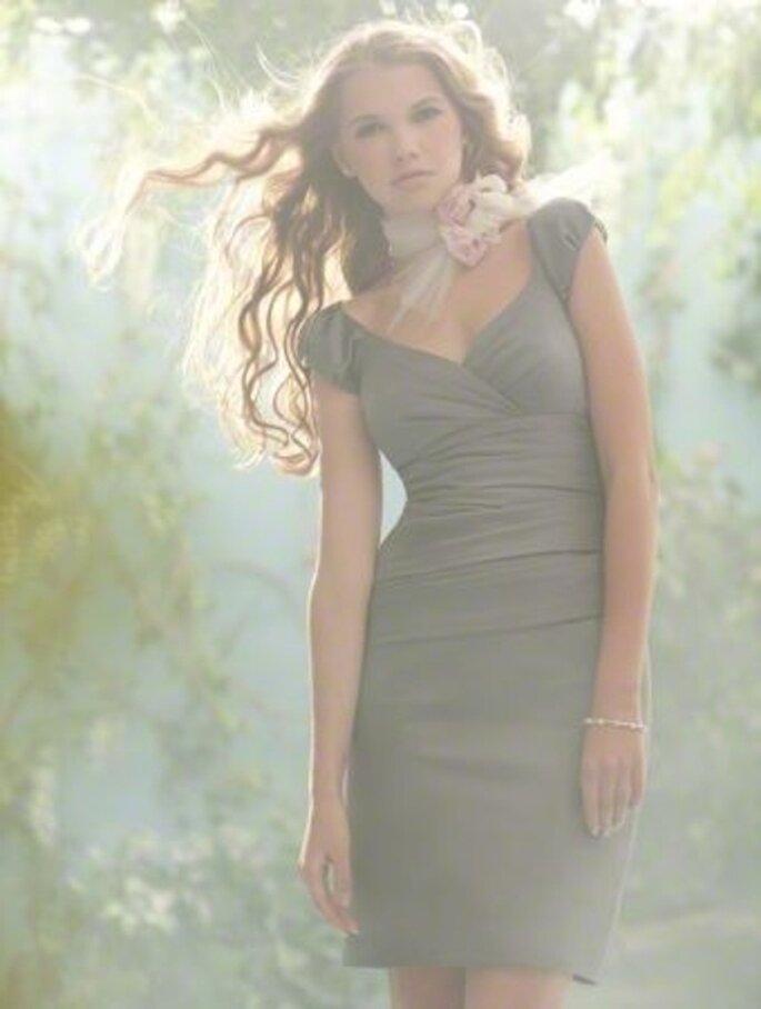 Vestido corto para dama elegante inspirado en Disney - Foto Alfred Angelo