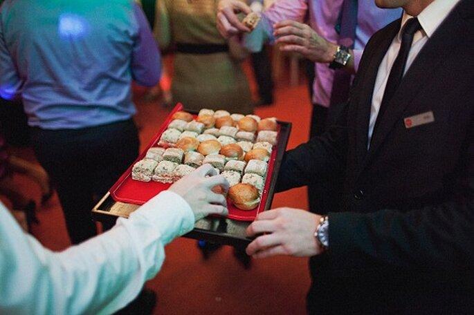 Durante la fiesta se ofrecieron pequeños pasteles. Foto: Díez & Bordons.