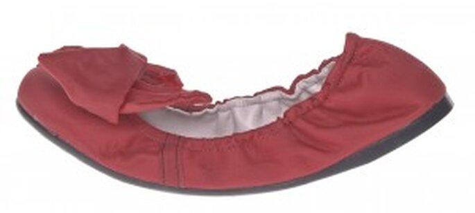 Costado de elegante bailarina de color rojo