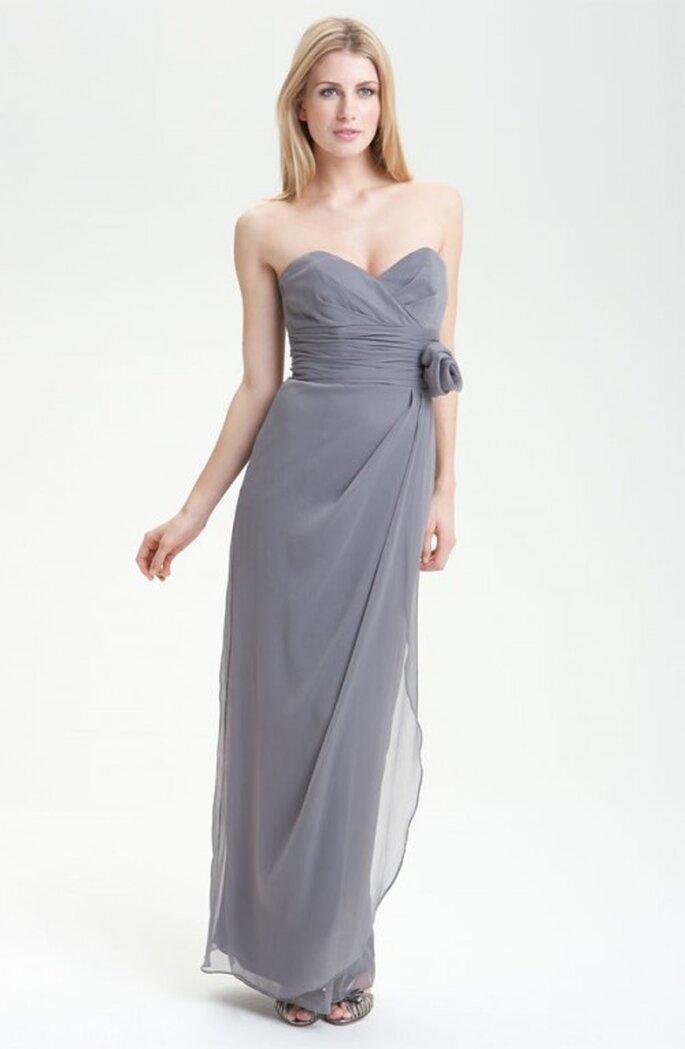 Vestido de corte recto en color gris para damas de boda - Foto Nordstrom